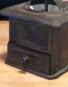 antik manuell kaffekvarn